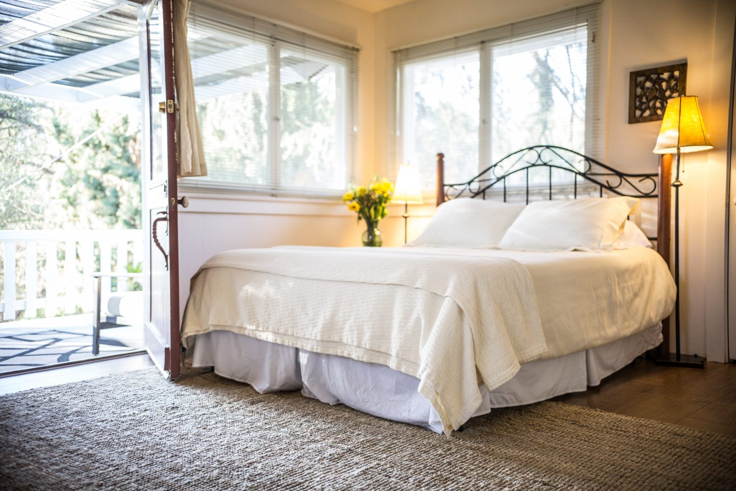 Queen size bed in lennon suite